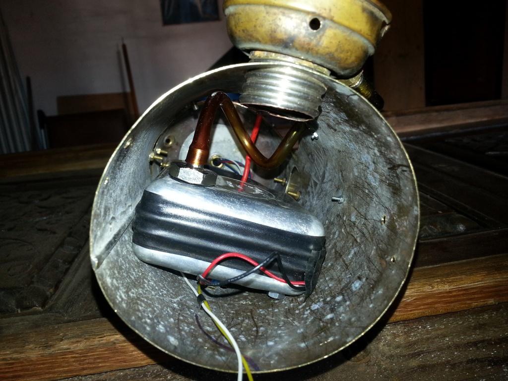 ventola collegata alla lampada a olio